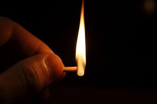 luz que alumbra la oscuridad_1